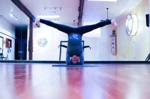 Headstand with straddle. domestikatie
